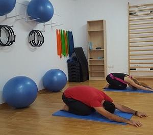 Olika övningar med en pilatesboll